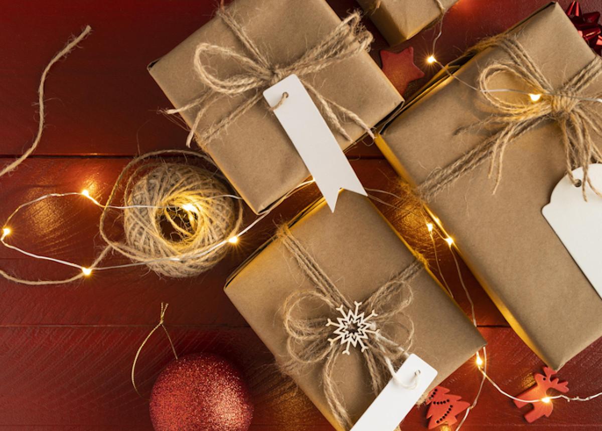 Natale è alle porte: impacchettiamo i tuoi regali in Hoepli